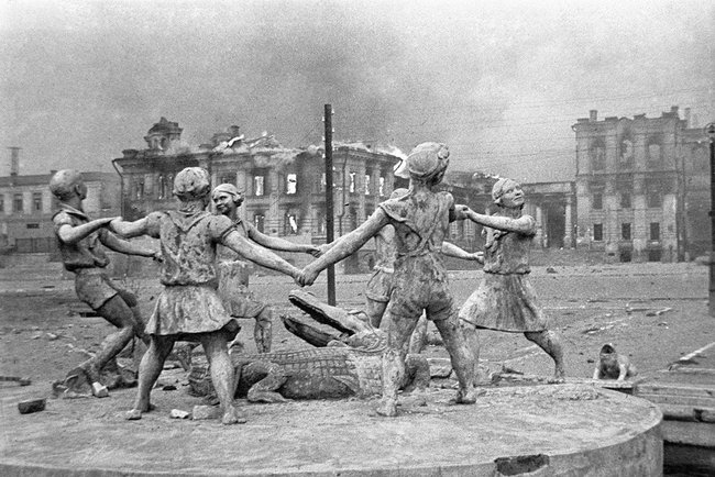 Childrens Dance fountain in Stalingrad 23 August 1942
